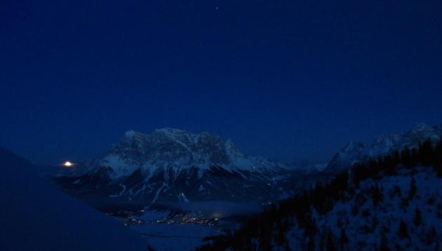 Zugspitze in einer klaren Dezembernacht