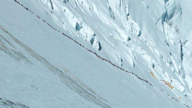 long-lines-up-everest_fe